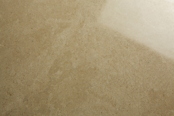 lucidatura, lavorazione che conferisce una superficie perfettamente liscia, lucida e con un effetto specchiato. Non si può effettuare su tutti i materiali, come ad esempio le Trachiti e le Arenarie.