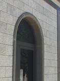 Placcaggio in Granito Grigio Perla Fiammato, Arco e cornici in Basalto