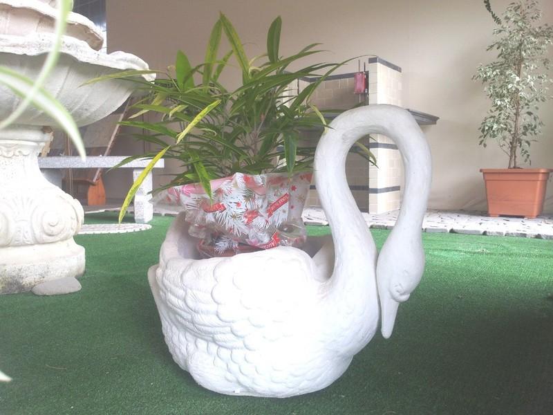 Panchine In Marmo Da Giardino.Oristano Vasi Fioriere Fontane Panchine Tavoli Arredi Da Giardino