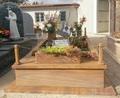 Rivestimento Tomba e accessori in Arenaria Rainbow. Chitarra realizzata in Granito, Pietra, Arenaria e Travertino