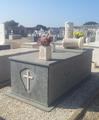 Rivestimento Tomba in Pietra del Cardoso e Marmo Biancone di Orosei