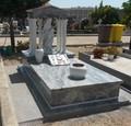 Rivestimento Tomba in granito Bianco Piracema